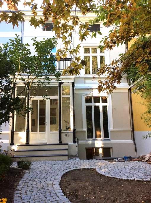 Zentrales Appartement im Grünen - Hamborg - Lejlighed