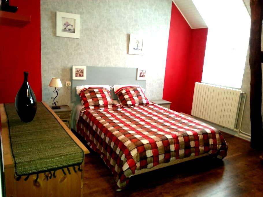 jolie chambre d'hôte proche Vichy - Vendat - House