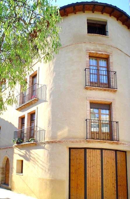 """Apartartamento """"As Peñas Bllancas"""". Casa Plana - Colungo - Apartmen"""