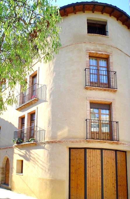 "Apartartamento ""As Peñas Bllancas"". Casa Plana - Colungo - Квартира"