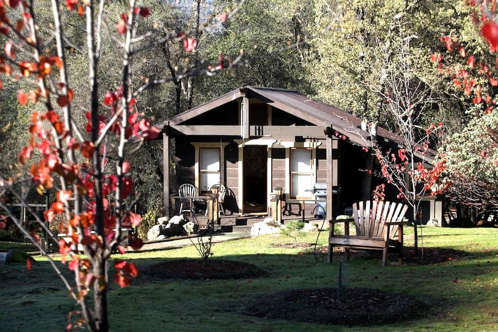 Lovers' Cabin at Yosemite Dreams - Oakhurst