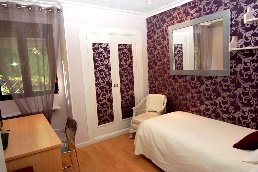 Room for rent epacious room.Key - Majadahonda - Bed & Breakfast