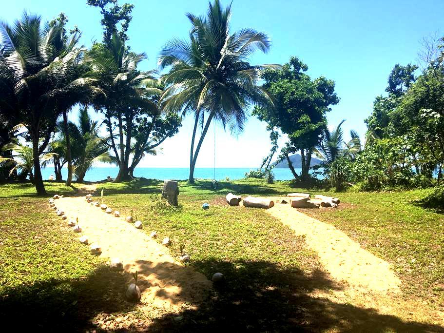 Idyllic Absolute Beachfront House ('The Sandpit') - Wongaling Beach