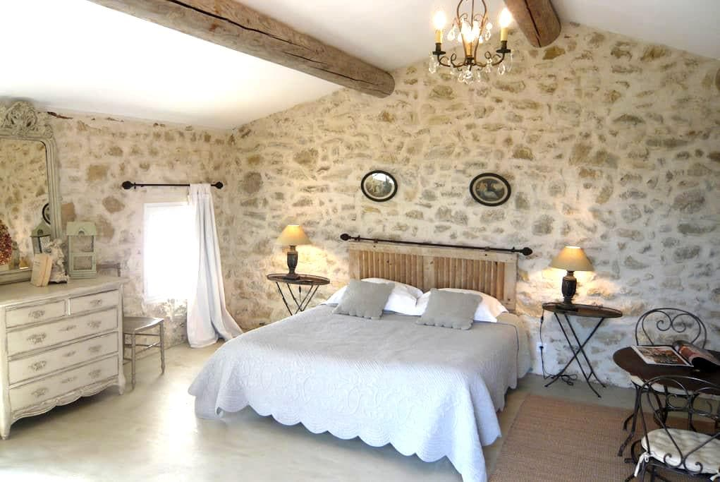 Les Petites Baronnes  B&B Aiguebrun - Sannes - Bed & Breakfast