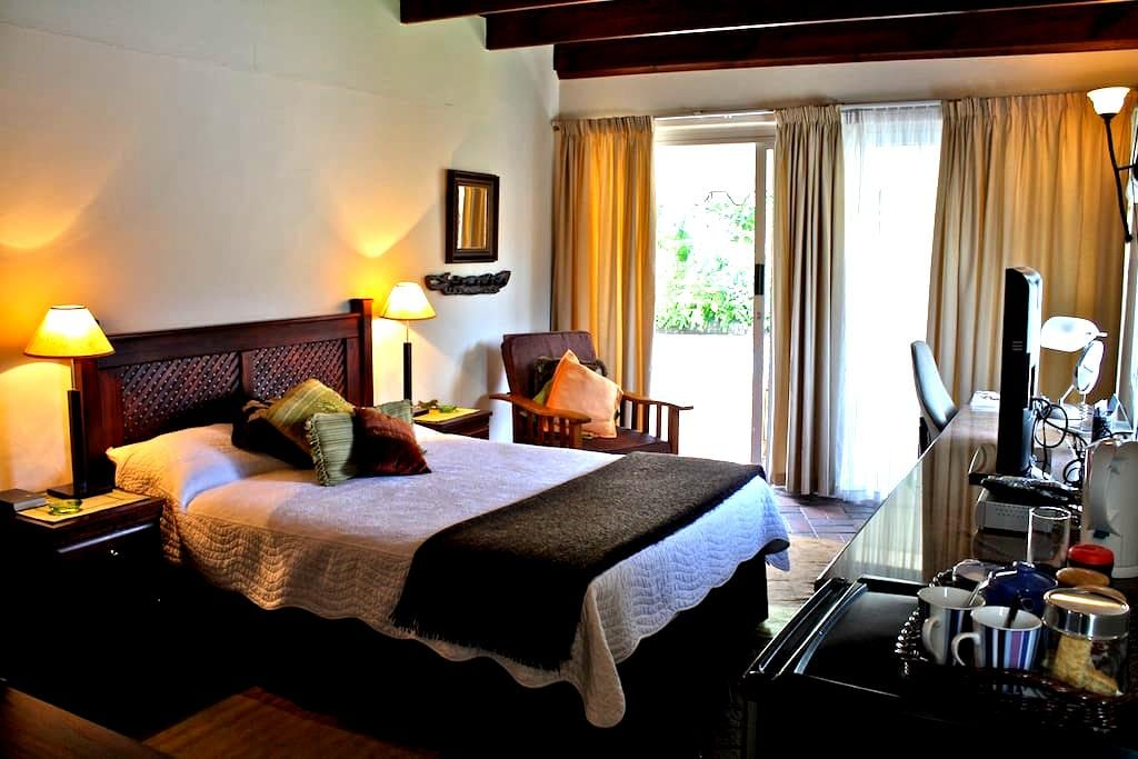 Annie's Place Bed & Breakfast RM2 - Durban North - Bed & Breakfast