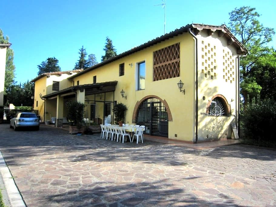 FLORENCE - 10 MINUTES FROM CENTER - Scandicci - House