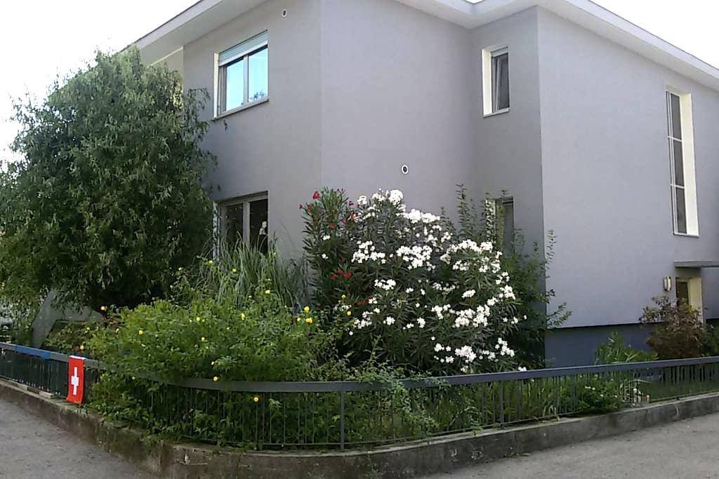 Camera spaziosa in zona tranquilla - Camorino - Rumah