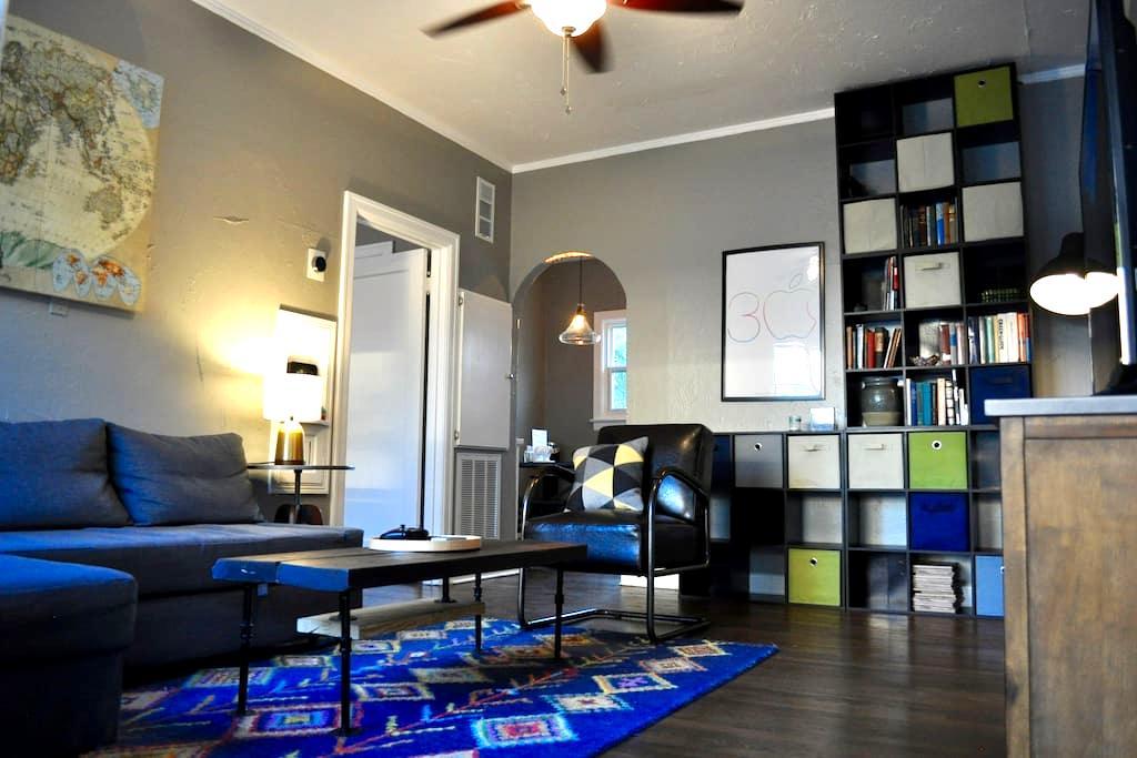 Entire restored apartment in historic downtown - San Antonio - Leilighet