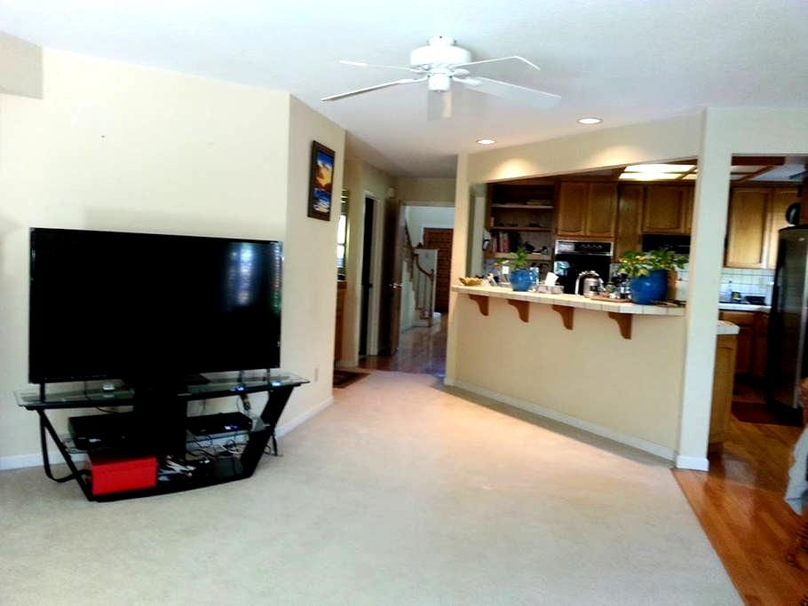 Business or Vacation - Room in quiet Cupertino ! - Cupertino - House