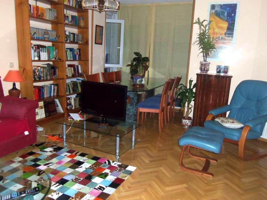 habitación amplia, 2 camas - Villanueva del Pardillo - Apartment