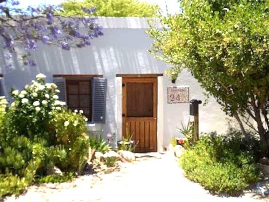 Cosy double en suit, kitchenette, patio,parking,ac - Prince Albert - Casa