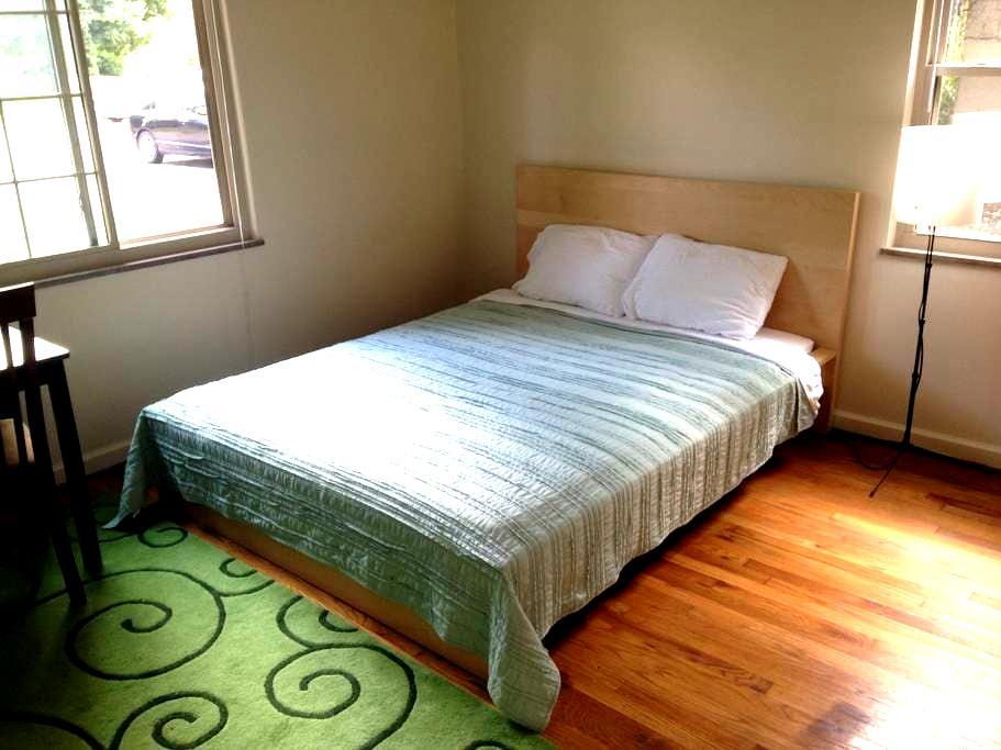 Large room in vegan apartment, convenient to OSU - Columbus - Flat