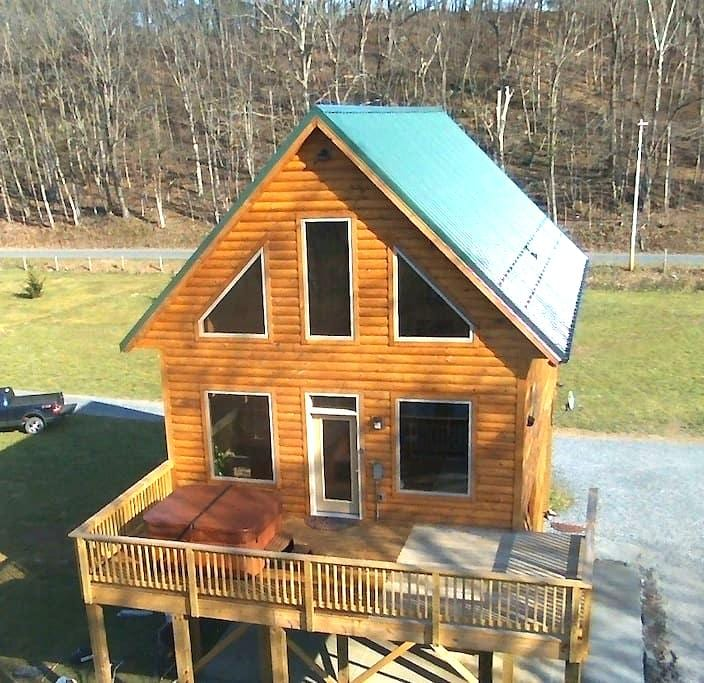 Brand New River Front Log Cabin - Luray