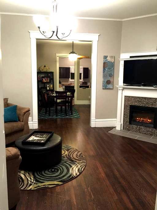 Charming and spacious WDM duplex - West Des Moines - House