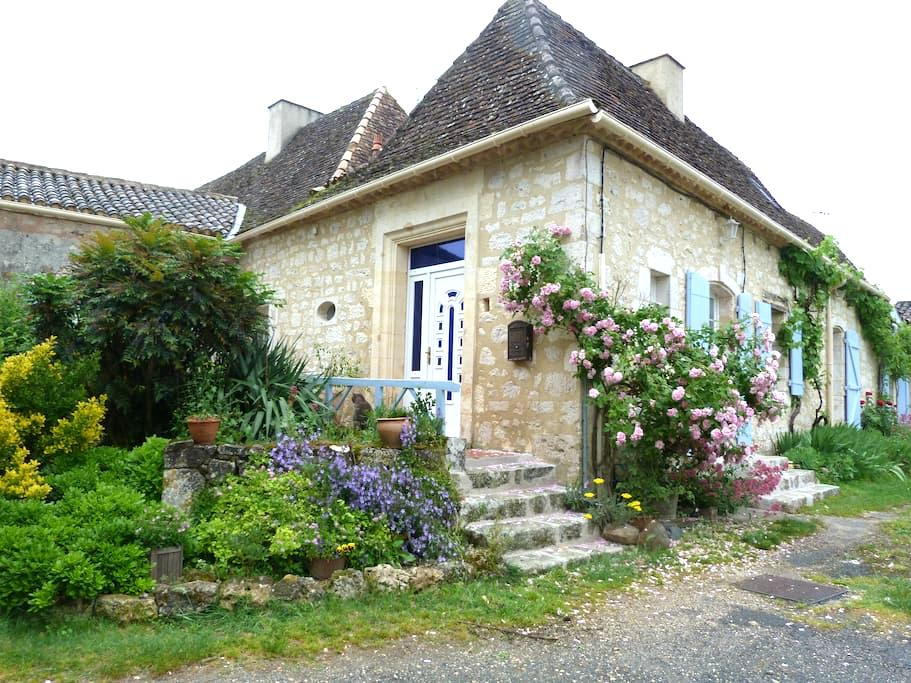 GITE DE CHARME AU COEUR DU PERIGORD - Saint Leon d'Issigeac  - Casa