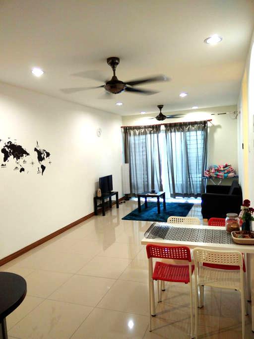 Cosy room, next to train - Kuala Lumpur