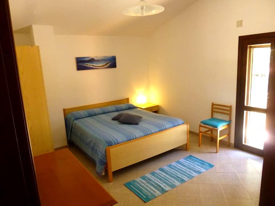Camera da letto privata in Villetta - Sant'Anna arresi - 别墅