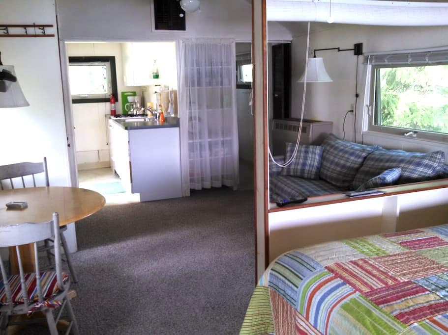 Days by the Lake 3999 - Geneseo - Bungalow