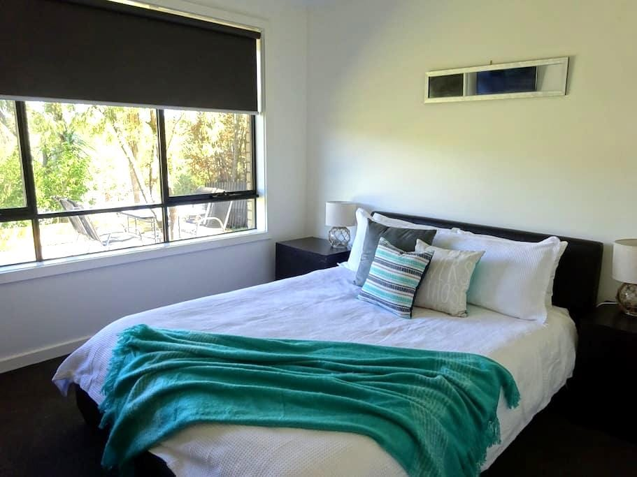 Modern centrally located house. - Daylesford - House