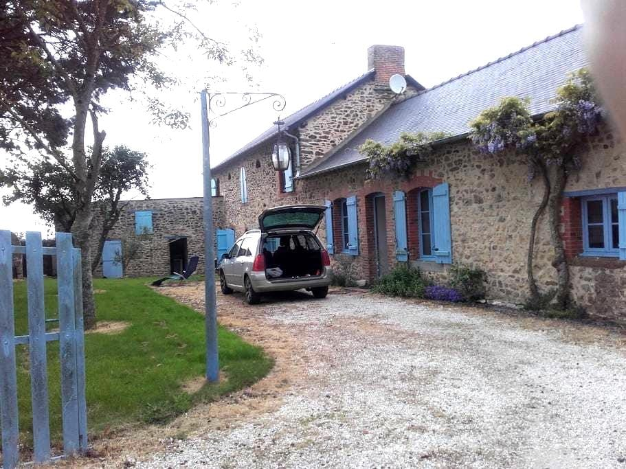 calme et charme - Saint-Ouën-des-Toits - Dům