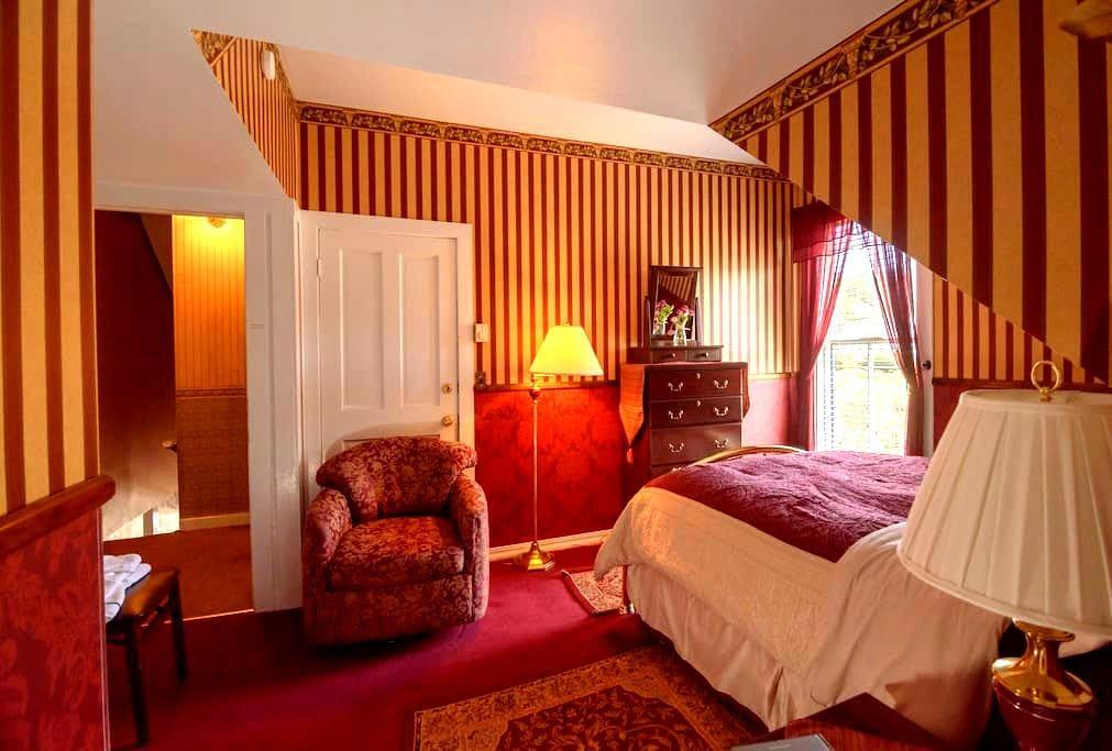 Russian Rose Room - Mendocino - Bed & Breakfast