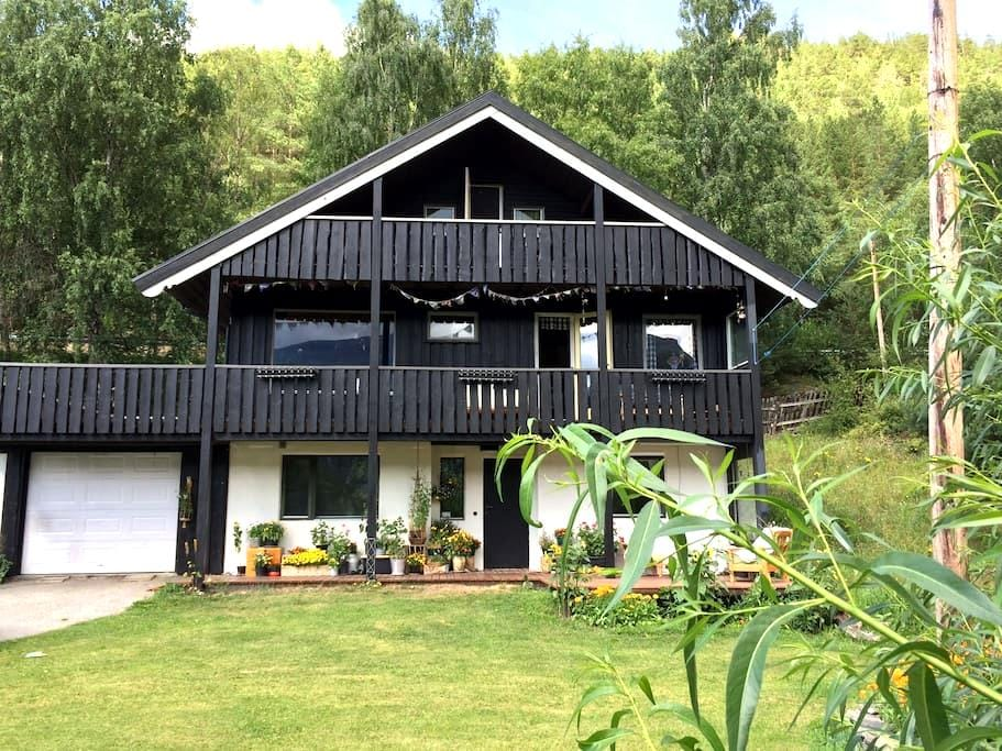 Yvon's fabulous place (3 guests) - Lom - Haus
