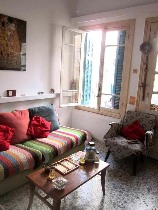 1930s renovated home close tocenter - Kesariani - Bed & Breakfast