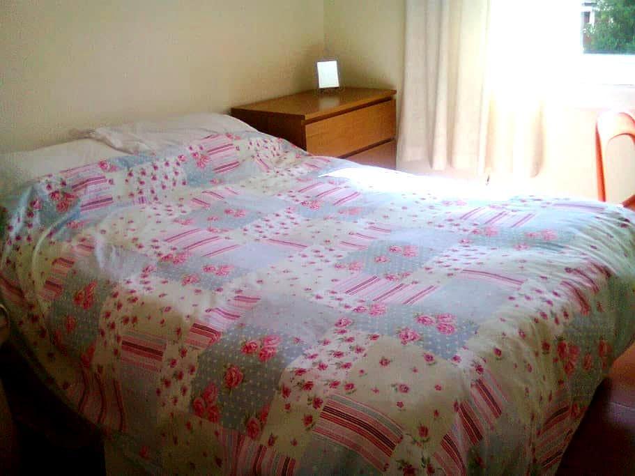 Bright Double Room - Bishopbriggs - Casa