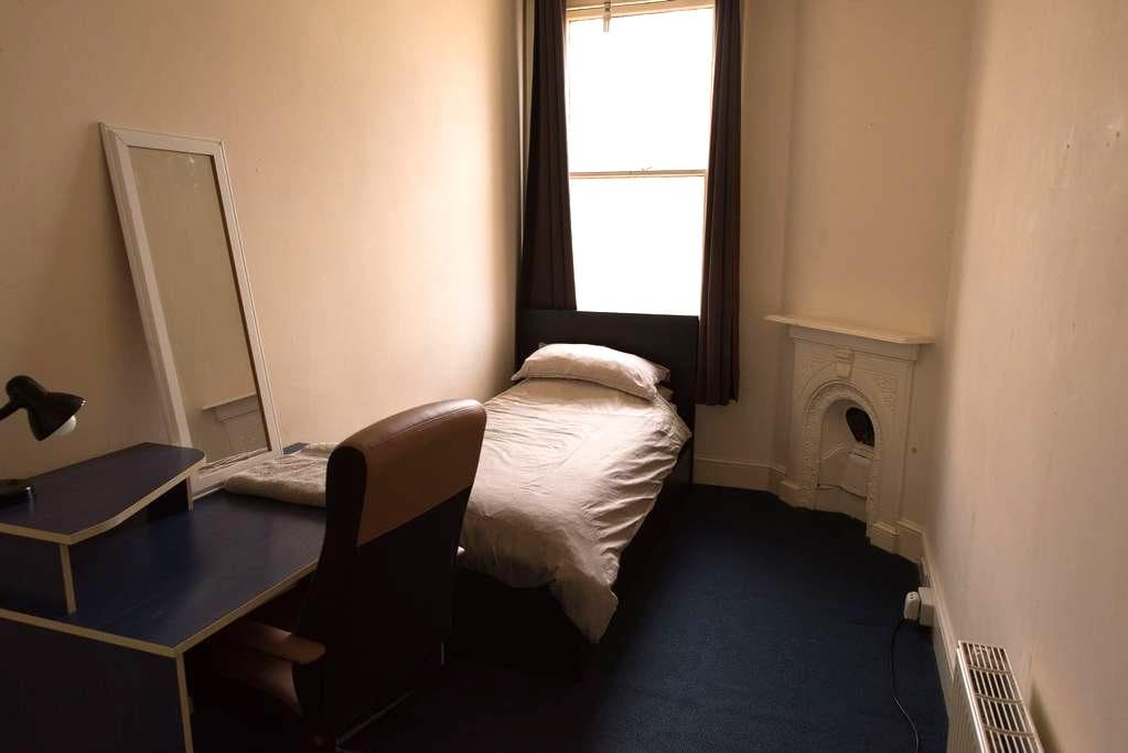 Single room near seafront - Hove - Lejlighed