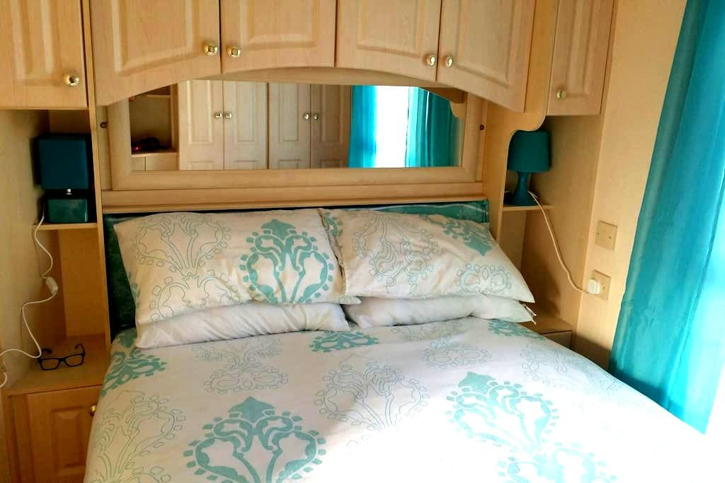 Supreme 6-8 berth homely caravan Essex - colchester
