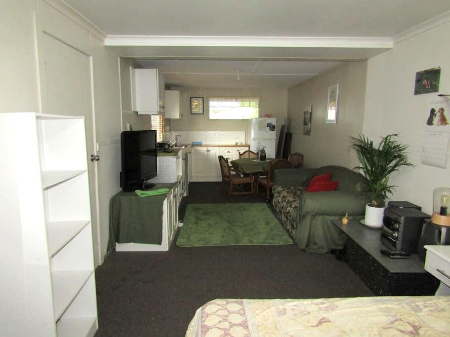 Private bungalow  in quiet location - Wangaratta - Bungalow