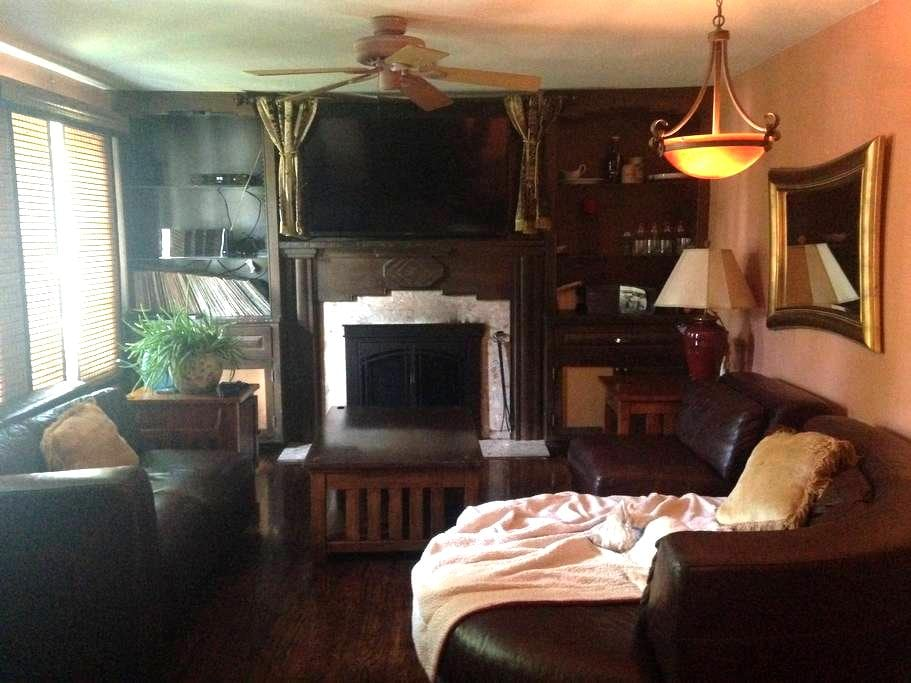King Bed, Cozy Fireplace, Peaceful - Belmar - Dom