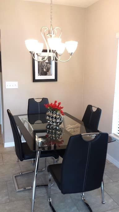 Gated, private bath, WiFi, DirecTV, community pool - Longwood - Rivitalo