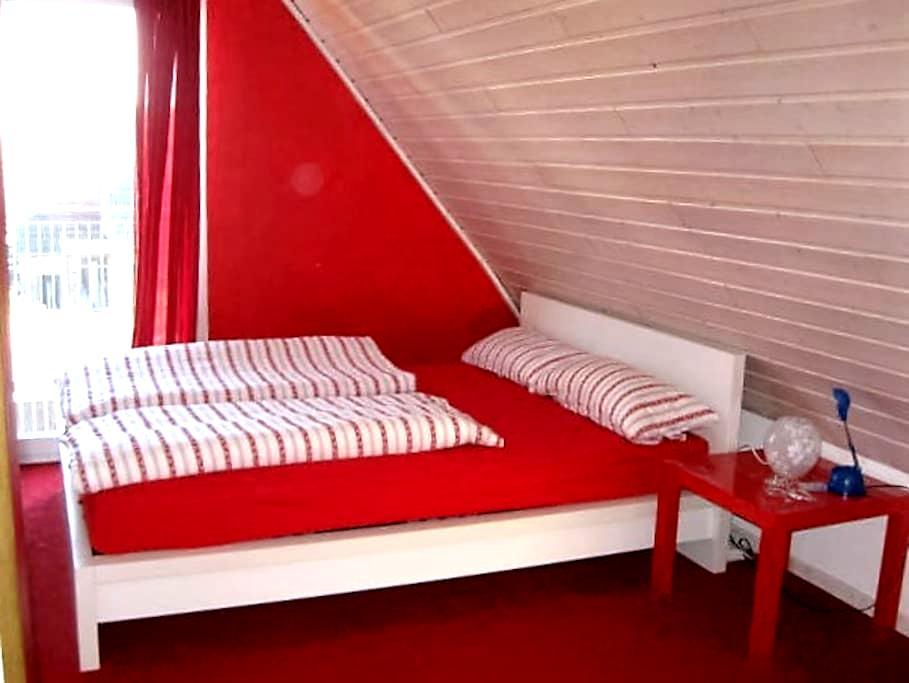 Gästezimmer mit eigenem WC im Dachgeschoss - Braunschweig