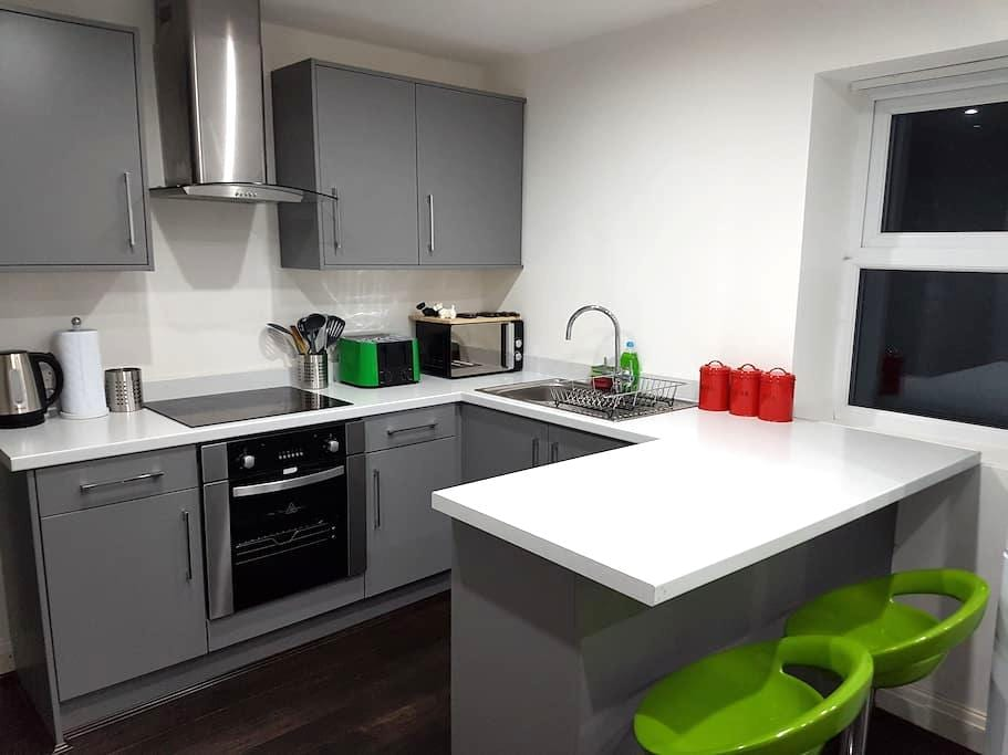8) 8-min to Centre. Clean, Sharp and Modern Rooms! - Liverpool - Ev