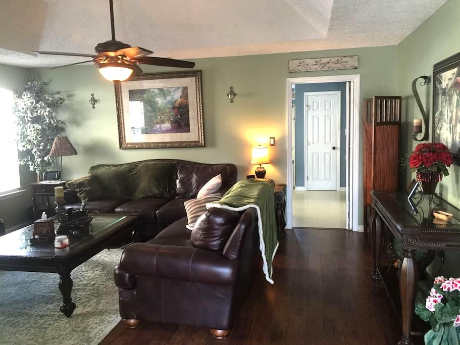 Clean Cozy Cottage 8 Miles From Masters - Evans - Casa