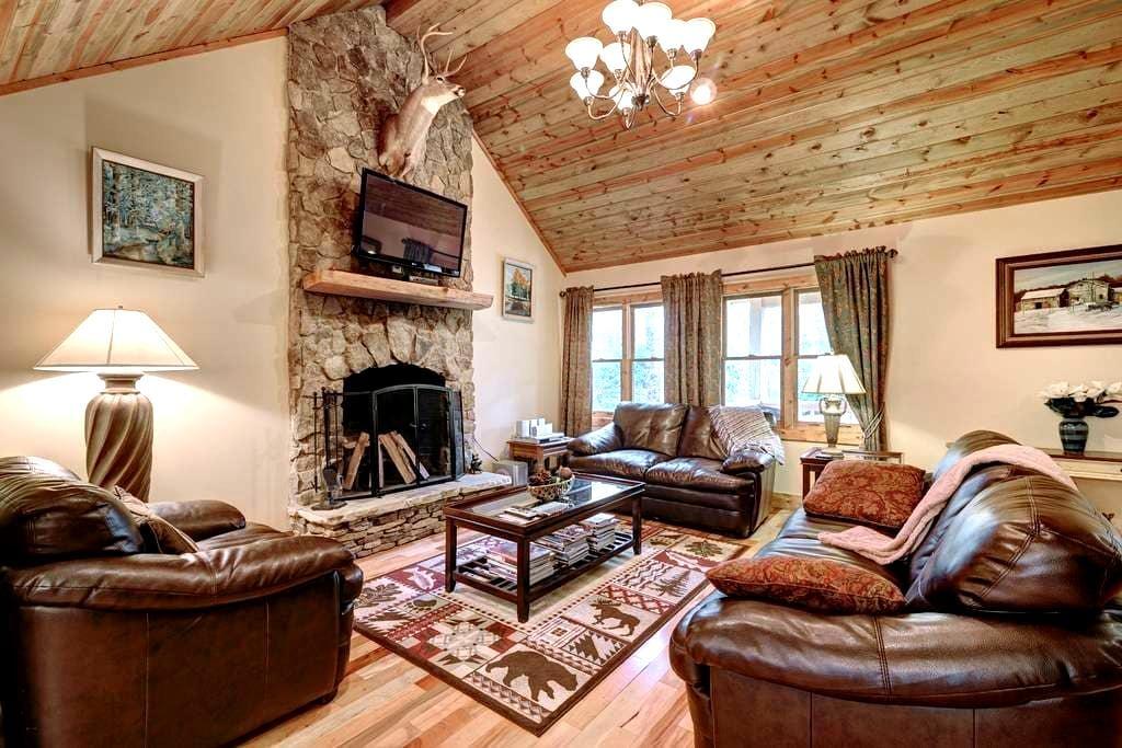 Close to Town, Quiet Cul de Sac - Highlands - Cabin