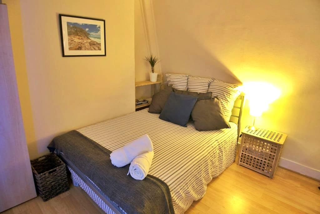 Lovely DB room central w/ great transport - London - Wohnung