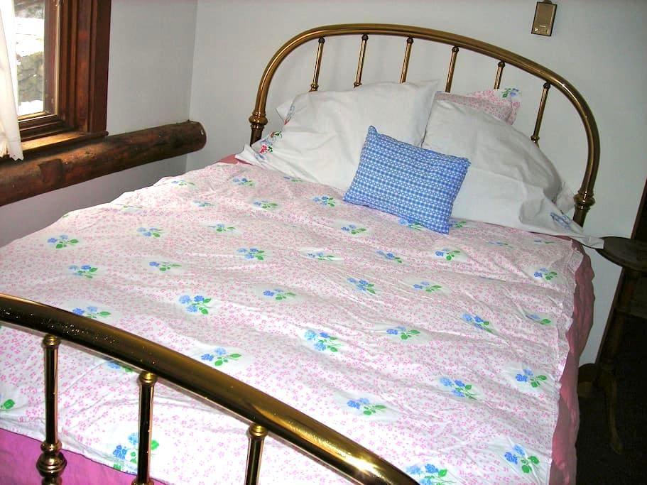 Cozy room & bath 1st floor of converted  barn. - Wilton - Bed & Breakfast