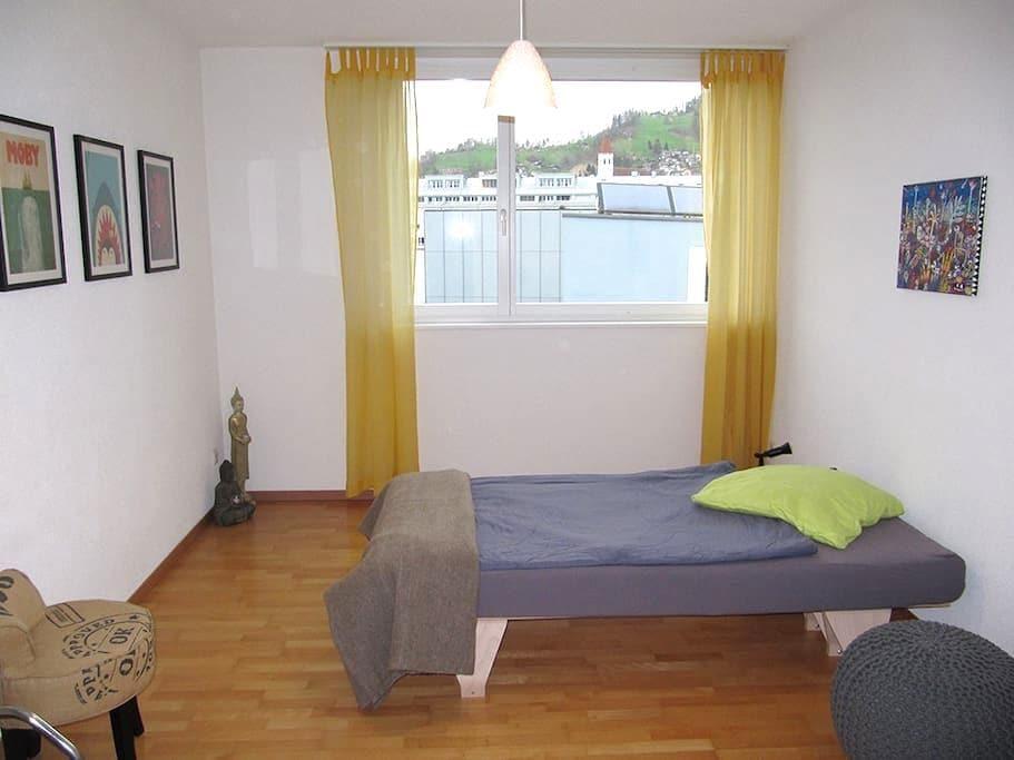 Zentral gelegenes Zimmer - Thun - Apartamento