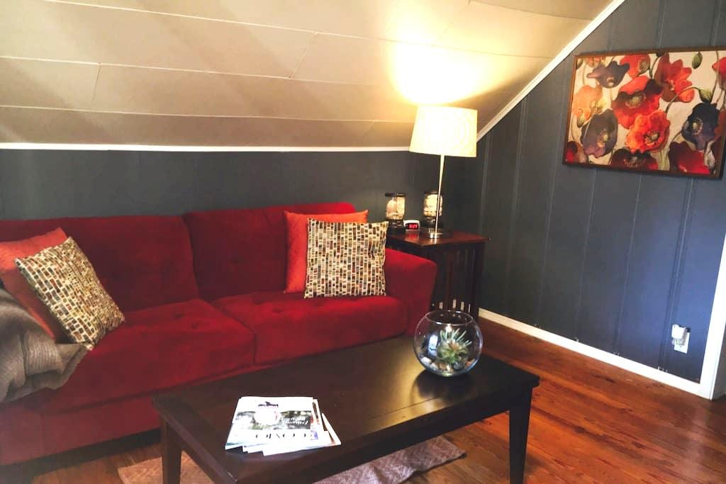 Cozy attic apartment, 5 min to Downtown Columbia - Columbia - Byt