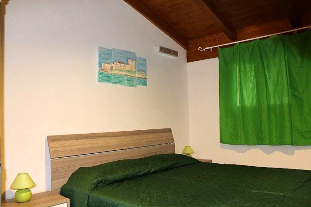 "Casa vacanze ""La Cinisara"" - Cinisi - Hus"