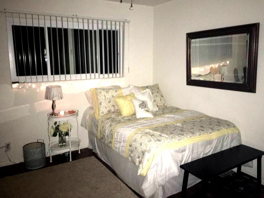 Fantastic bed! Cozy and bright!! - Lakeside - Talo