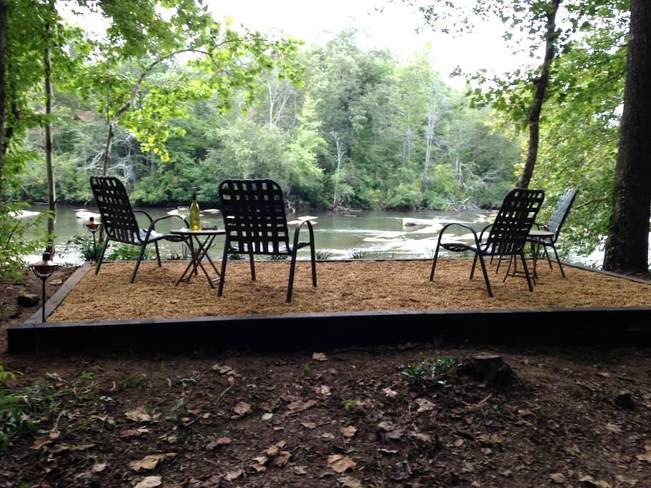 River Front-5 Acres-Hot Tub-Fishing - Cornelia