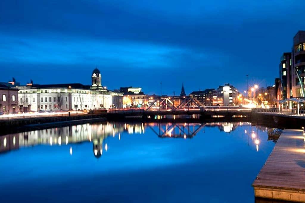 LOVELY EN-SUITE ROOM IN CORK CITY CENTRE - Cork - Ev