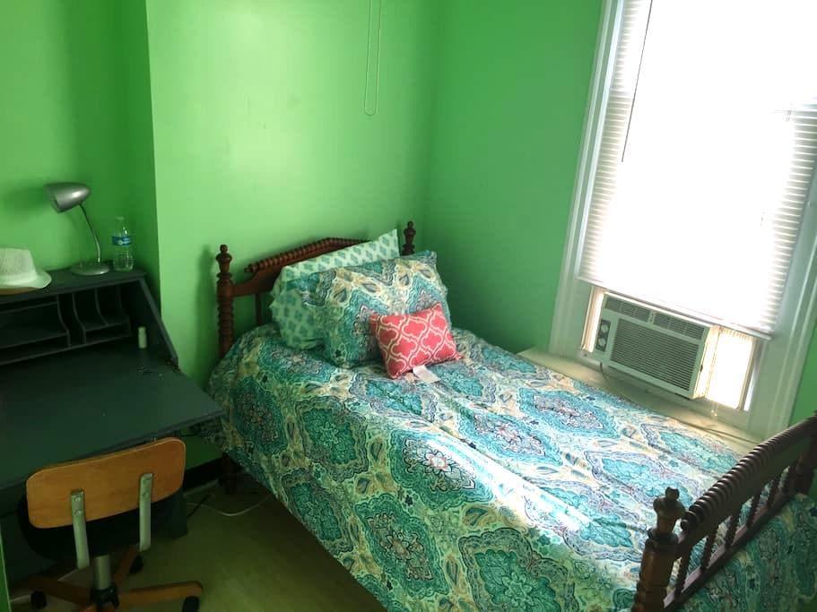 Private twin bed, shared bath F3 - Philadelphia - Hus