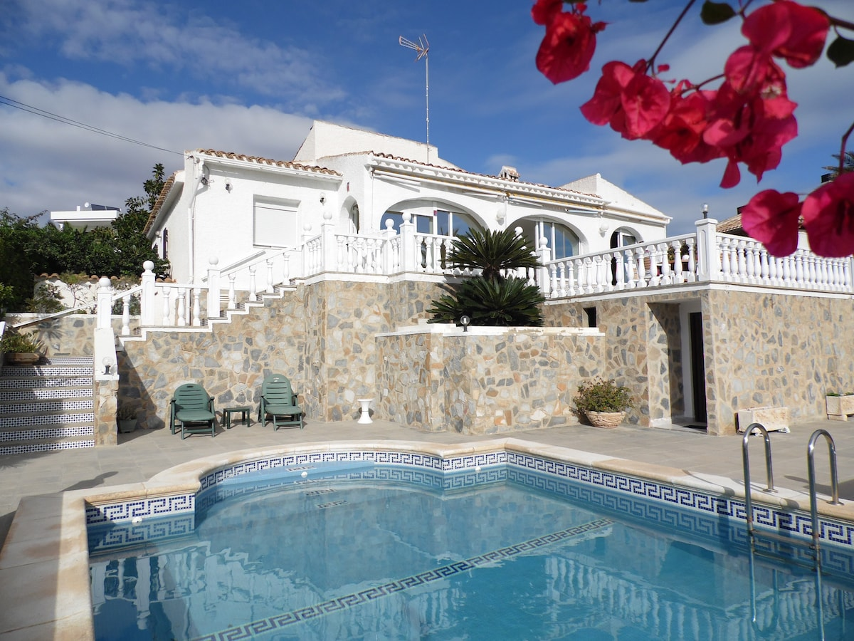 Luxury Villa with pool and sea view