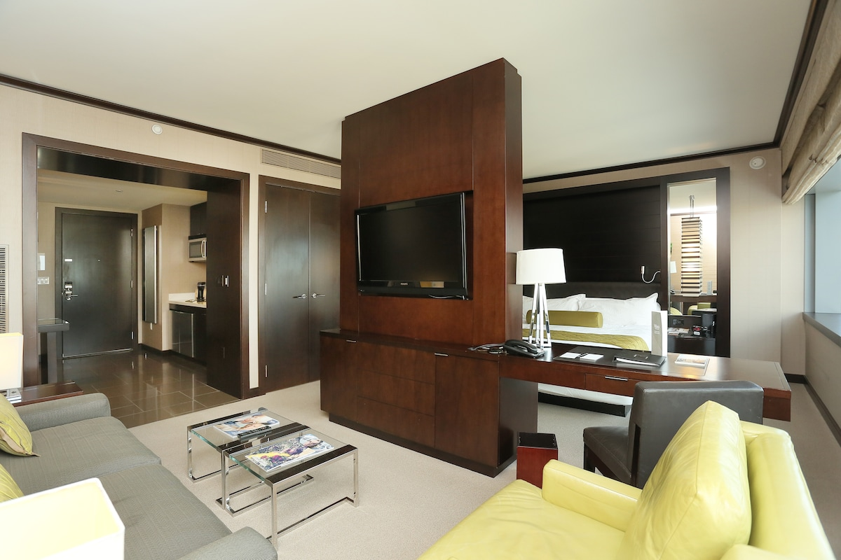 Living area, more view