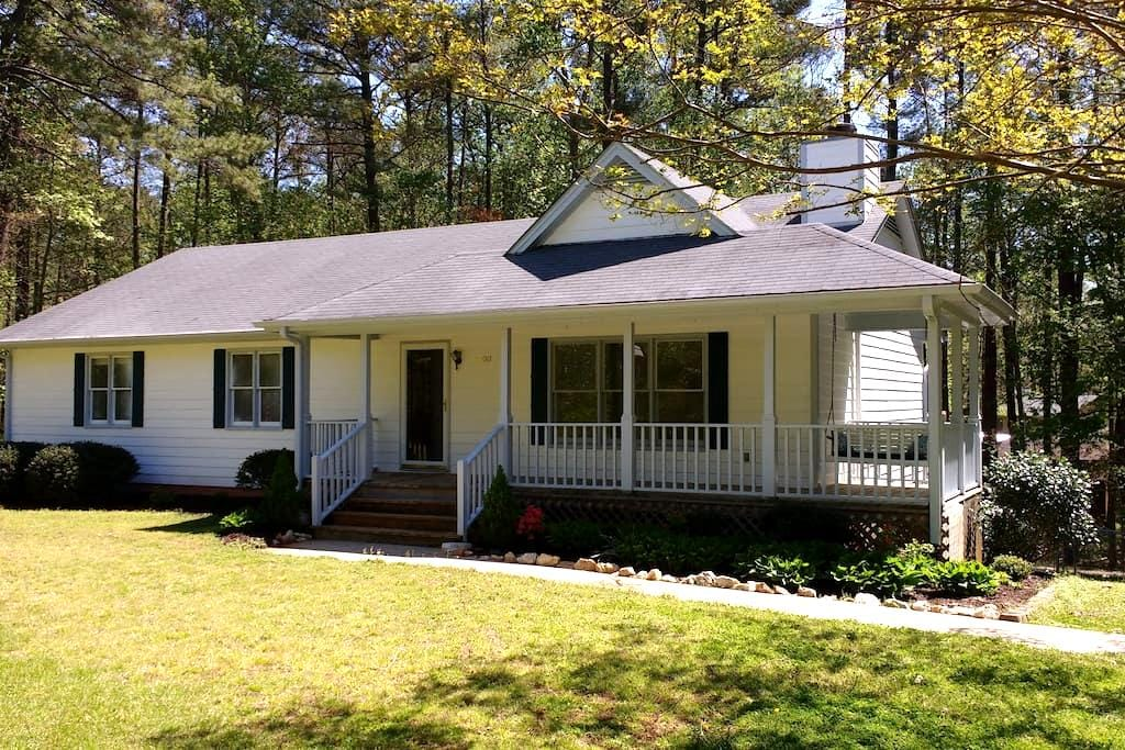 Secluded Ranch - Raleigh - Hus