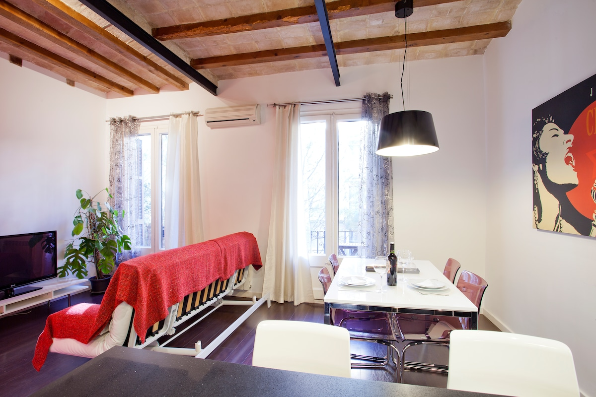 2 Bedrooms Barcelona Center Apart